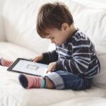 Dziecko a tablet i telefon komórkowy